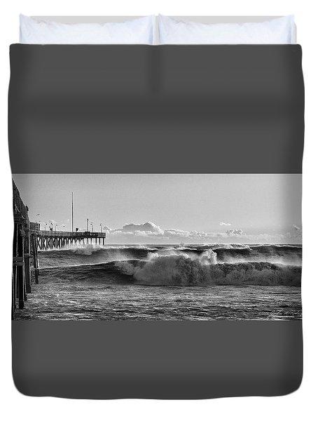 Ventura Pier El Nino 2016 Duvet Cover