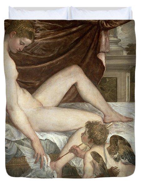 Venus And Cupid Duvet Cover by Lambert Sustris