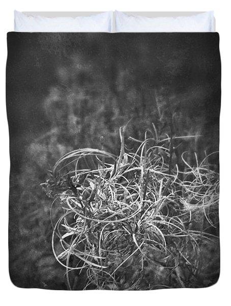 Verdorrt.  #monochrome #bnw #natur Duvet Cover