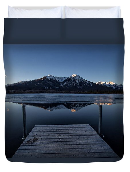 Vermillion Lakes At Dawn Duvet Cover