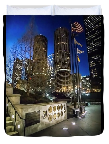 Veteran's Memorial On The Chicago Riverwalk At Dusk Duvet Cover