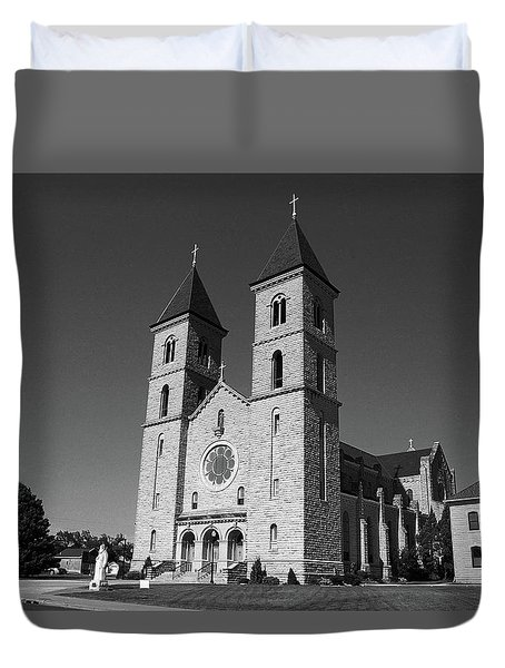 Duvet Cover featuring the photograph Victoria, Kansas - Cathedral Of The Plains 6 Bw by Frank Romeo