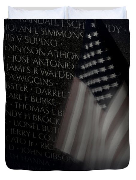 Vietnam Memrial Wall With Us Flag Duvet Cover