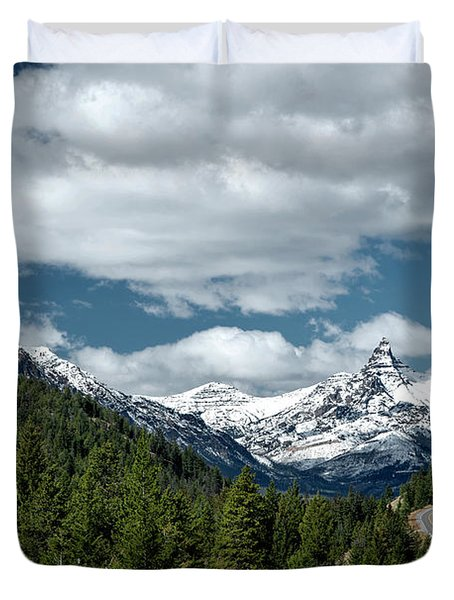 View Of The Pilot Peak From Highway 212 Duvet Cover