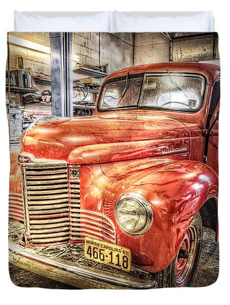 Vintage Auto Service Garage Duvet Cover
