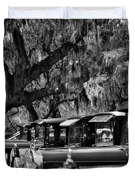Vintage Ford Line-up At Magnolia Plantation - Charleston Sc Duvet Cover