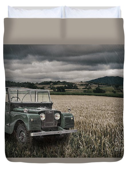 Vintage Land Rover In Field Duvet Cover