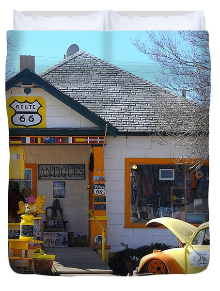 Vintage Vw Beetle At Seligman Antiques, Historic Route 66 Duvet Cover