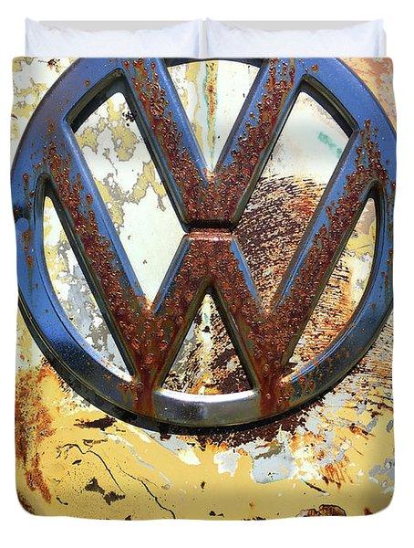 Vw Volkswagen Emblem With Rust Duvet Cover