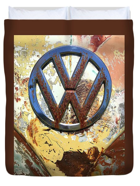 Vw Volkswagen Emblem With Rust Duvet Cover