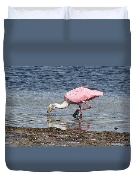 Duvet Cover featuring the photograph Wading Spoonbill by Melinda Saminski
