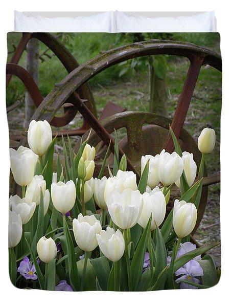 Wagon Wheel Tulips Duvet Cover