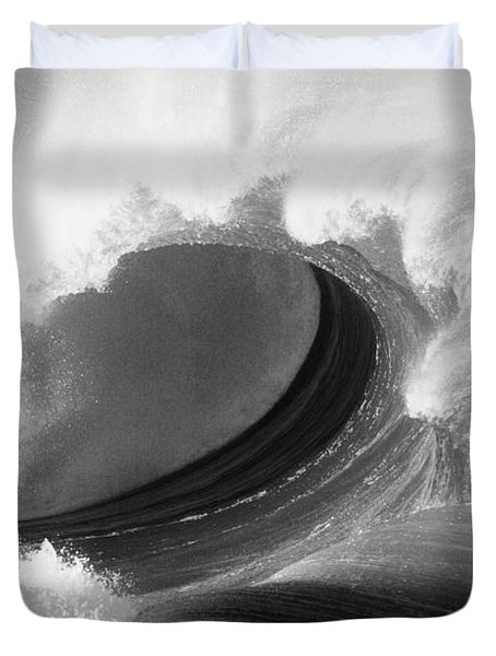 Waimea Bay Wave - Bw Duvet Cover by Vince Cavataio - Printscapes