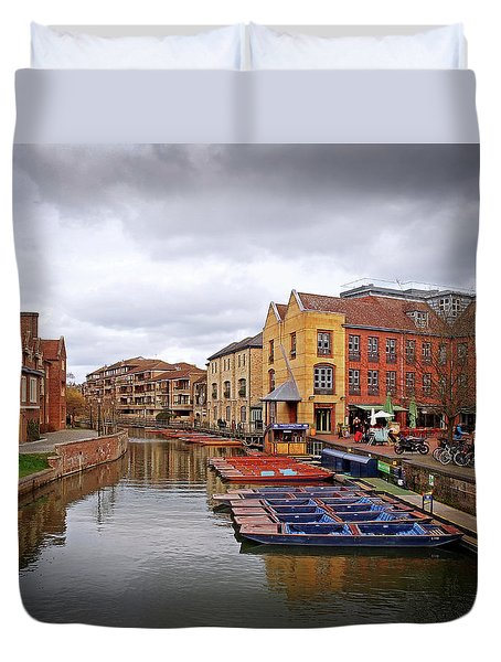 Duvet Cover featuring the photograph Waiting For The Tourists Cambridge by Gill Billington