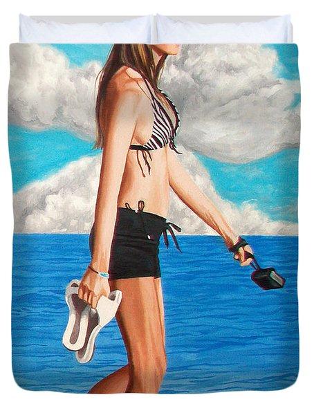 Walking On The Beach - Caminando Por La Playa Duvet Cover