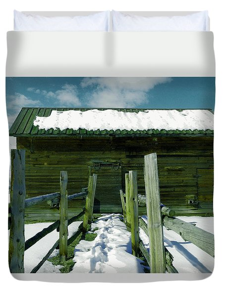 Duvet Cover featuring the photograph Walkway To An Old Barn by Jeff Swan