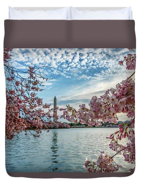 Washington Monument Through Cherry Blossoms Duvet Cover
