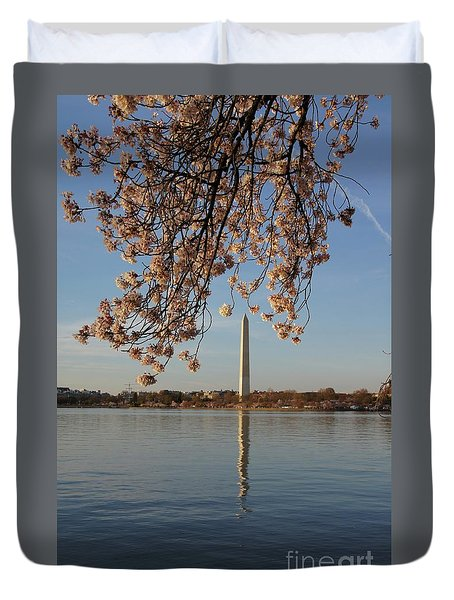 Washington Monument With Cherry Blossoms Duvet Cover