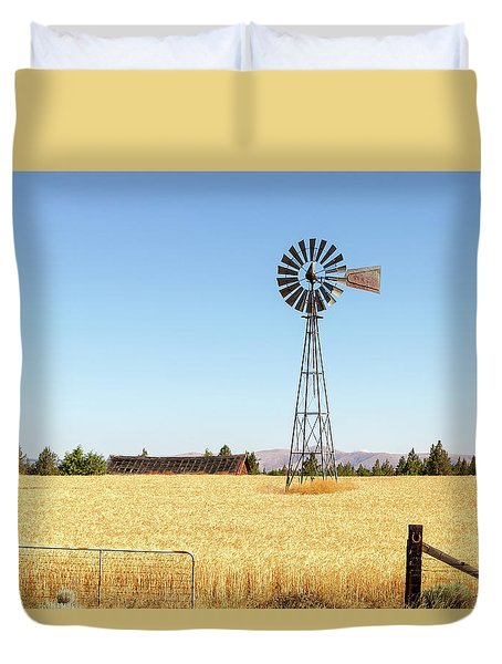 Water Pump Windmill At Wheat Farm In Rural Oregon Duvet Cover by David Gn