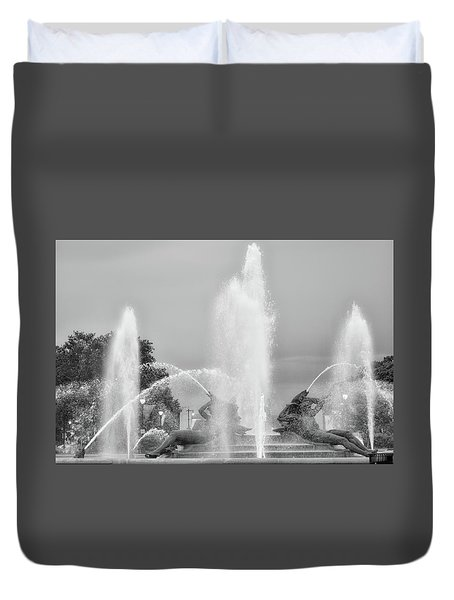 Water Spray - Swann Fountain - Philadelphia In Black And White Duvet Cover by Bill Cannon