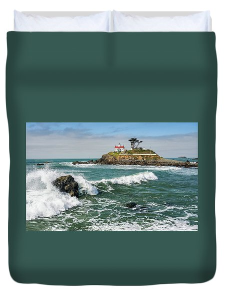 Duvet Cover featuring the photograph Wave Break And The Lighthouse by Greg Nyquist