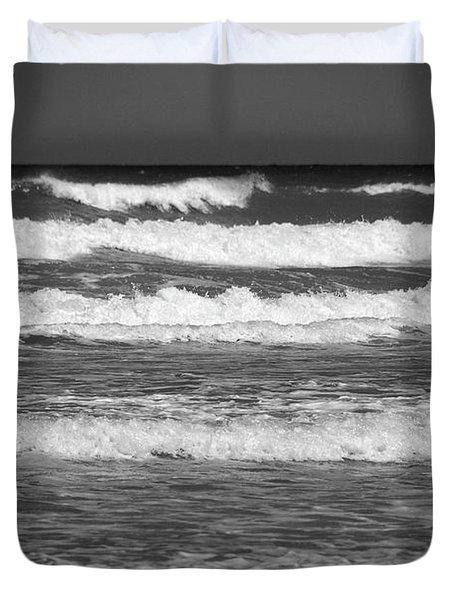 Waves 3 In Bw Duvet Cover by Susanne Van Hulst