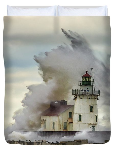 Waves Over The Lighthouse In Cleveland. Duvet Cover