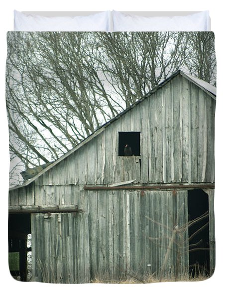 Weathered Barn In Winter Duvet Cover