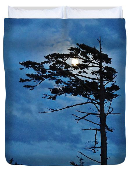 Weathered Moon Tree Duvet Cover