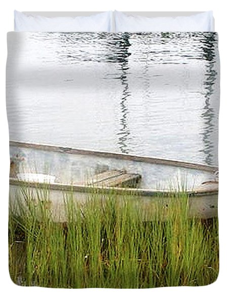 Weathered Old Skiff - The Outer Banks Of North Carolina Duvet Cover