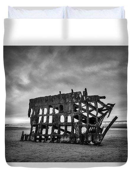 Weathered Rusting Shipwreck In Black And White Duvet Cover