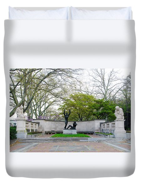 Welcoming To Freedom - Philadelphia Duvet Cover by Bill Cannon