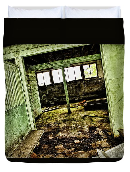 Duvet Cover featuring the photograph Westbend by Ryan Crouse