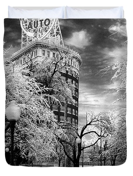 Duvet Cover featuring the photograph Western Auto In Winter by Steve Karol