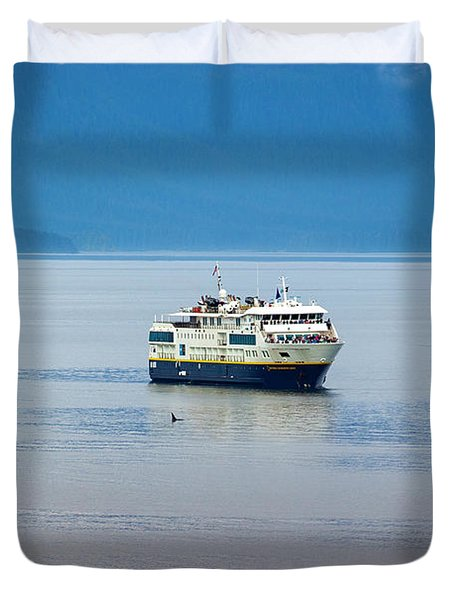 Whale Watching In Glacier Bay Duvet Cover