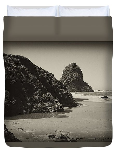 Duvet Cover featuring the photograph Whaleshead Rock by Hugh Smith