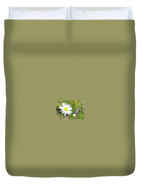 Wild Daisy With Visitor Duvet Cover
