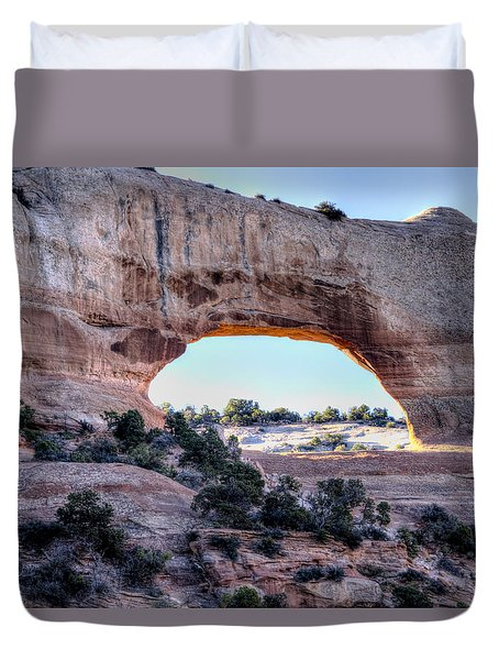 Duvet Cover featuring the photograph Wilson Arch In The Morning by Alan Toepfer