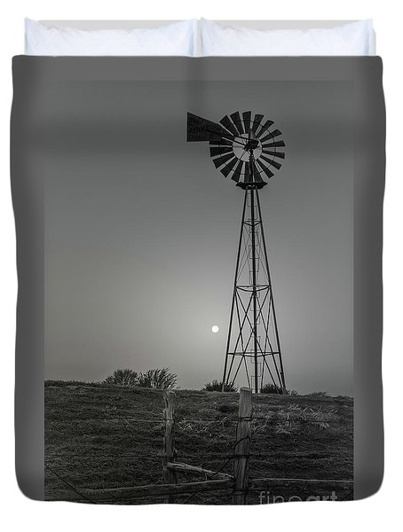 Duvet Cover featuring the photograph Windmill At Dawn by Robert Frederick