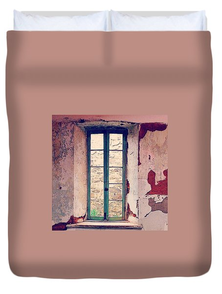 Window In Eastern State Pennitentiary Duvet Cover by Sharon Halteman