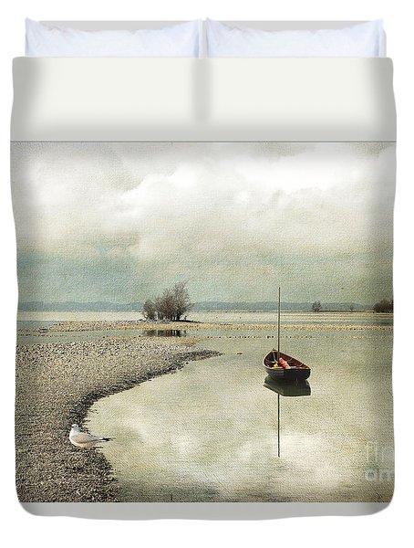 Winter Morning By The Lake Duvet Cover