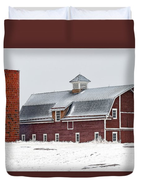 Winter Red Barn And Silo Duvet Cover