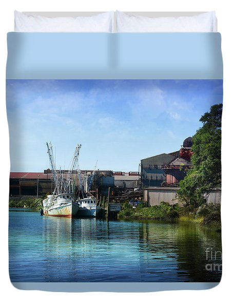 Winyah Bay Georgetown Sc Duvet Cover by Kathy Baccari