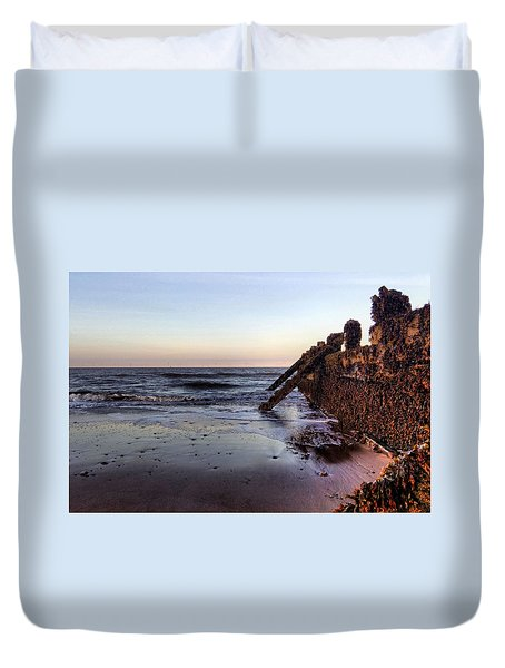 Withernsea Groynes At Sunset Duvet Cover