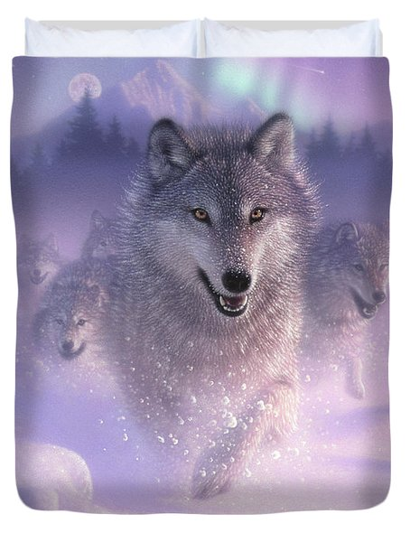 Wolf Pack Running - Northern Lights Duvet Cover