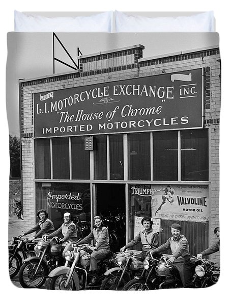 The Motor Maids Of America Outside The Shop They Used As Their Headquarters, 1950. Duvet Cover