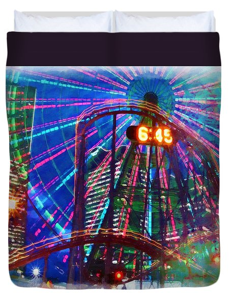 Wonder Wheel At The Coney Island Amusement Park Duvet Cover by Lanjee Chee