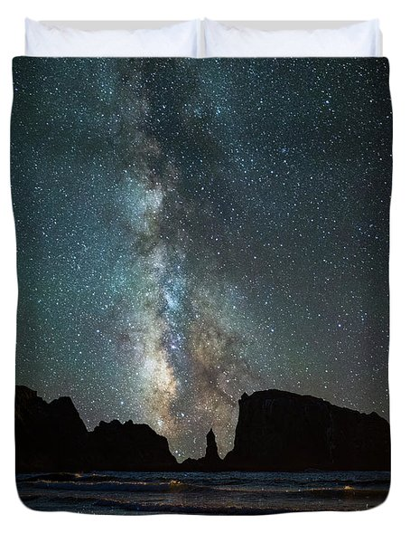 Duvet Cover featuring the photograph Wonders Of The Night by Darren White