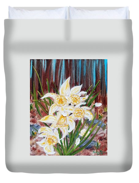 Duvet Cover featuring the painting Woodland Daffodils by Judith Rhue