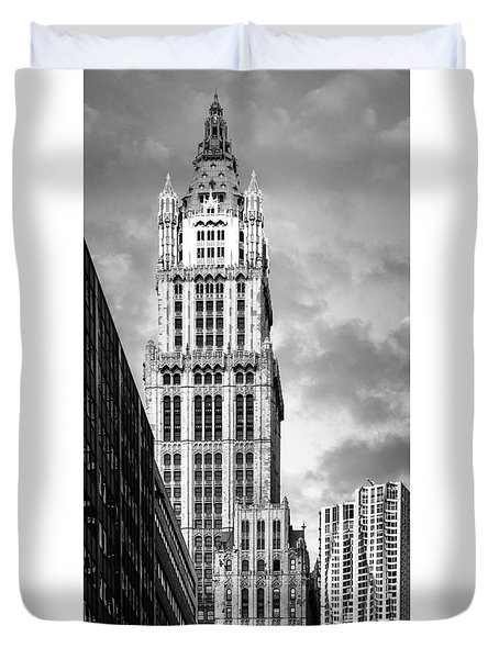 Duvet Cover featuring the photograph Woolworth Building by Juergen Held